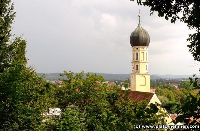 Blick vom Bergwald auf die St. Andreaskirche