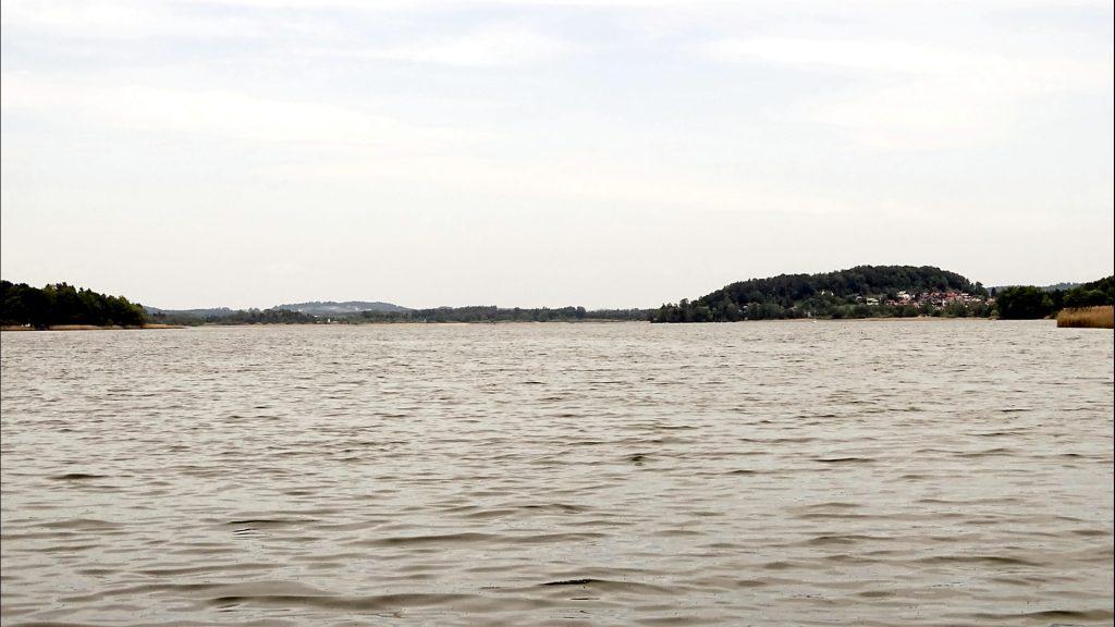 Der Obertrumer See mit Blick auf den Ortsteil Wartstein in Mattsee